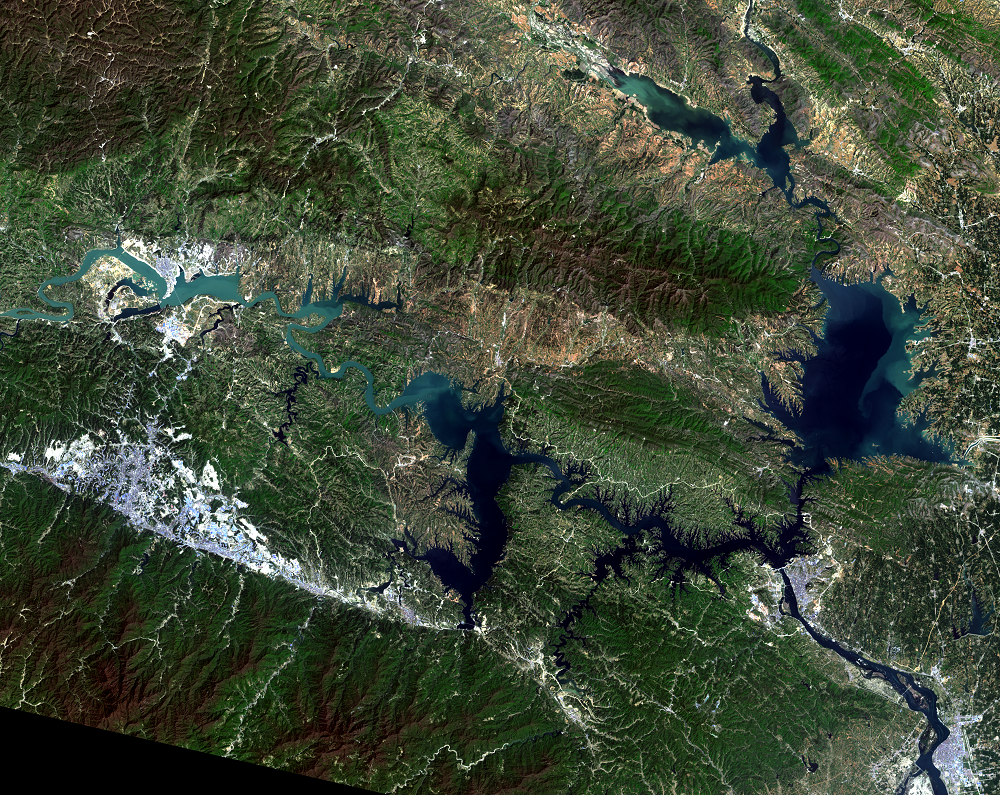 Apr. 14, 2015, Landsat 8 (path/row 125/37) — Shiyan, China