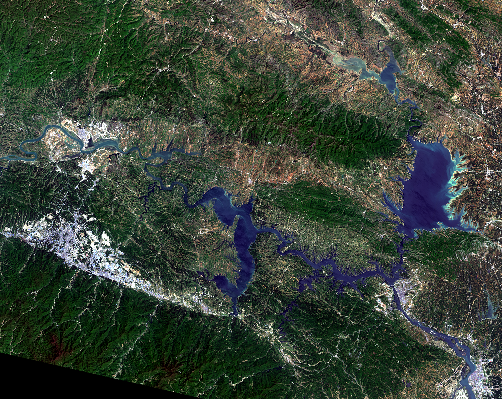 Apr. 16, 2016, Landsat 8 (path/row 125/37) — Shiyan, China