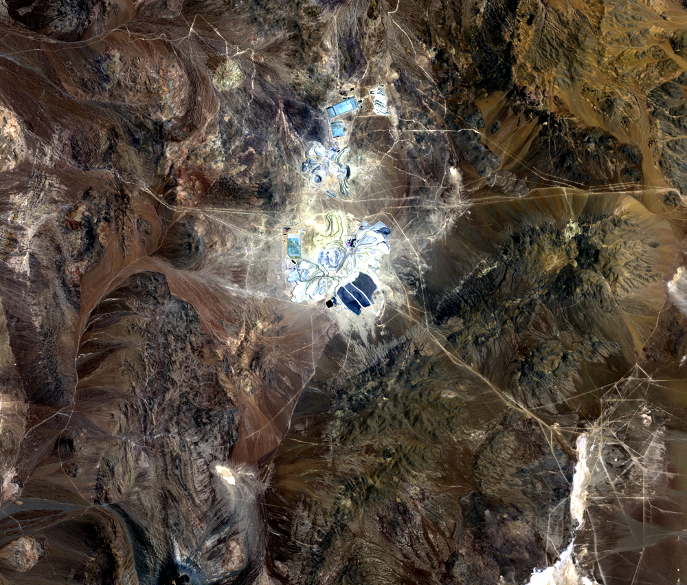 Nov. 10, 2000, Landsat 7 (path/row 233/77) — Escondida Mine, Chile