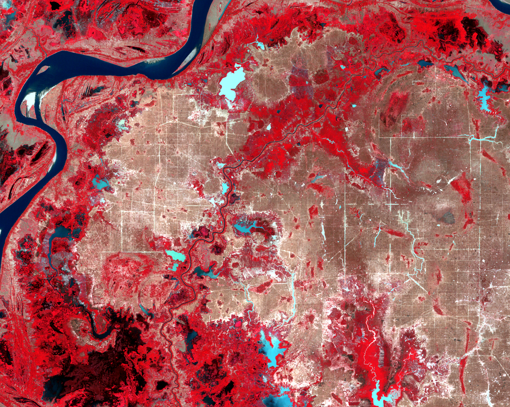 Jan. 7, 1989, Landsat 5 (path/row 126/52) — Irrigation canals east of Phnom Penh, Cambodia