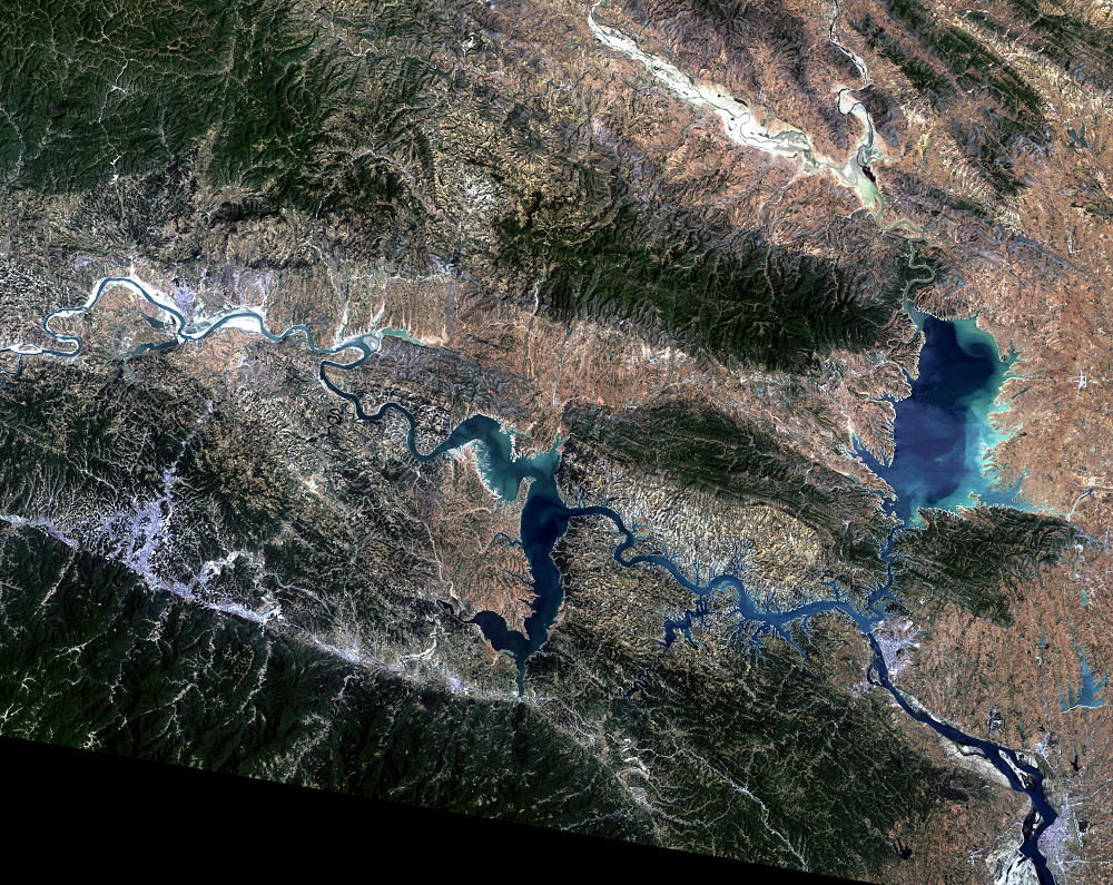 May 17, 2004, Landsat 5 (path/row 125/37) — Shiyan, China