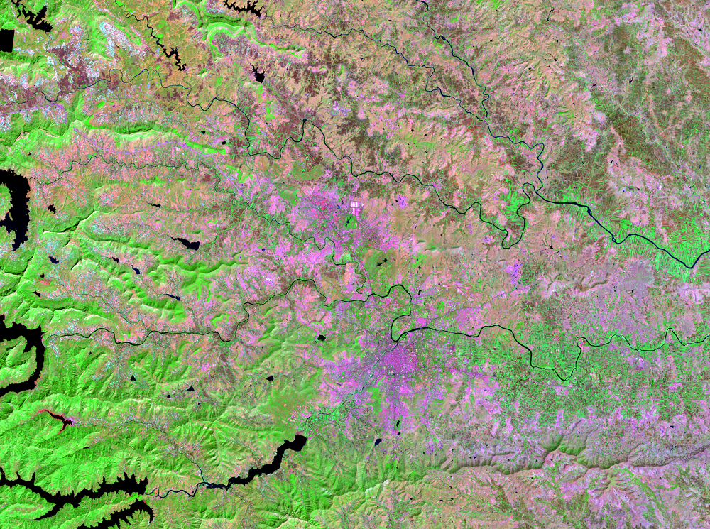 Nov. 3, 2001, Landsat 7 (path/row 147/47) — Pune, India