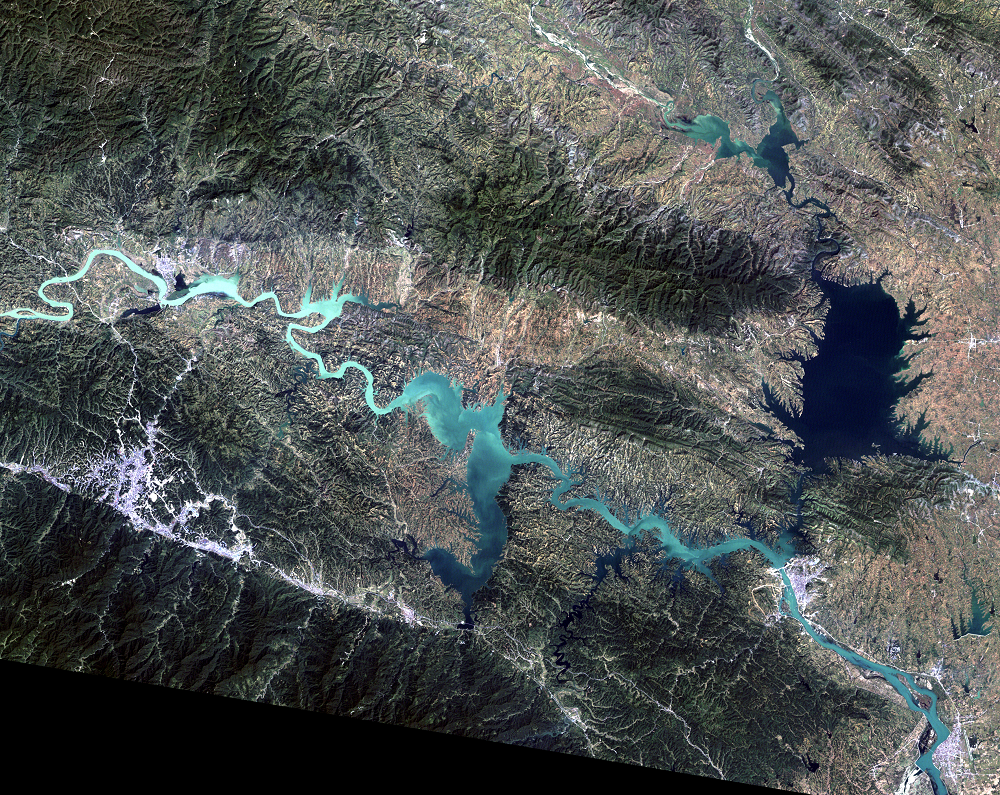 Sep. 15, 2007, Landsat 7 (path/row 125/37) — Shiyan, China