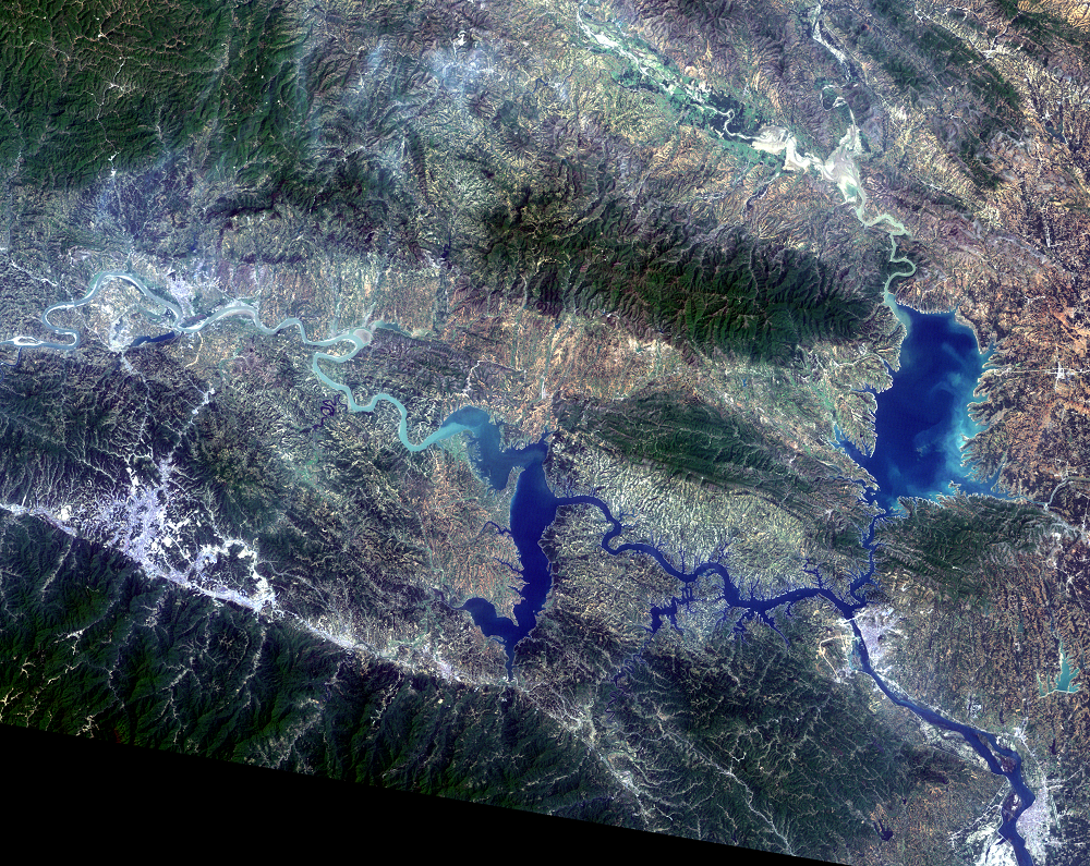 Apr. 26, 2008, Landsat 5 (path/row 125/37) — Shiyan, China