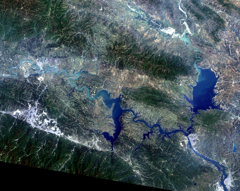 May 2, 2010, Landsat 5 (path/row 125/37) — Shiyan, China