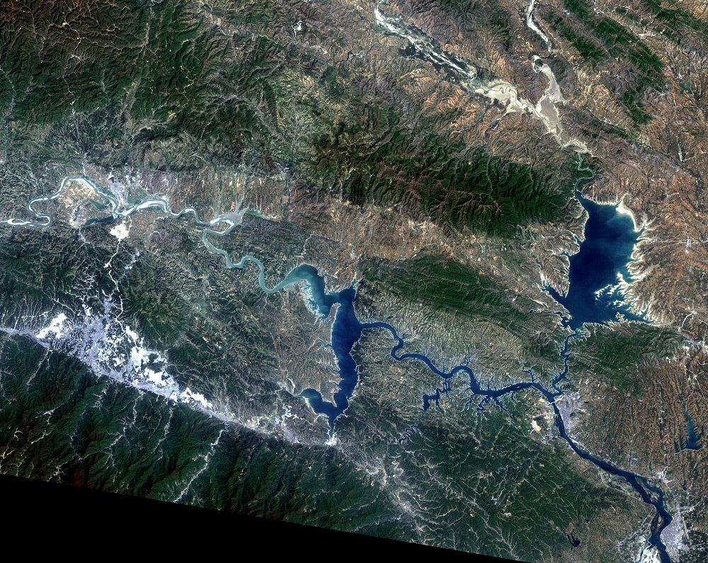 Apr. 19, 2011, Landsat 7 (path/row 125/37) — Shiyan, China